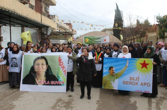 Kurds promise to continue hunger strikes after Ocalan meeting